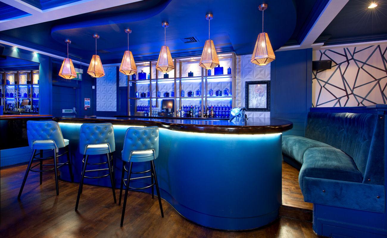 The living room restaurant manchester living room bar in for The family room steakhouse
